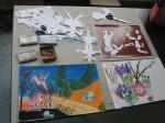 tekeningen in kleurconté en knipwerk voor later afdrukken
